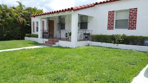 Cozy home in Miami, close to  MIAMI Airport