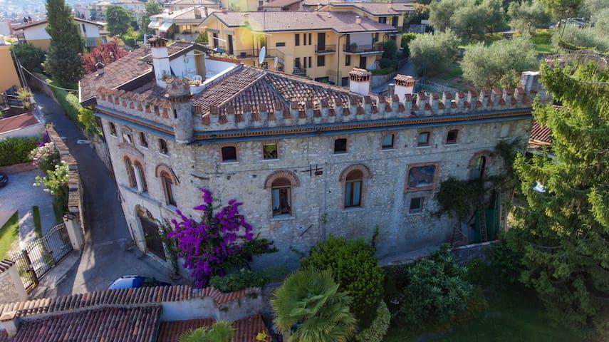 Casa Castello in the centre of Salo'