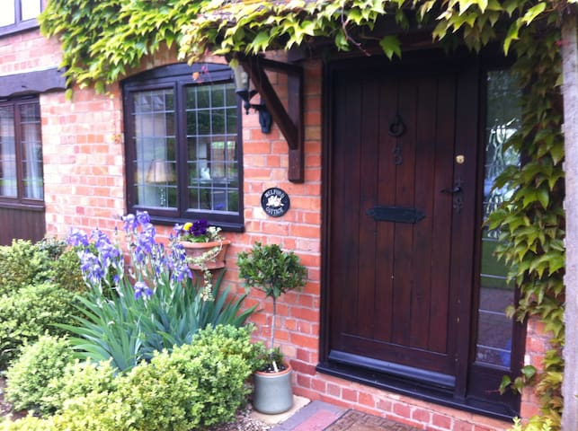 Character Cottage Nr Stratford Upon Avon/Cotswolds