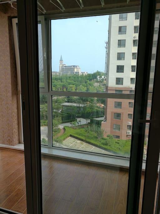 窗外希尔顿酒店