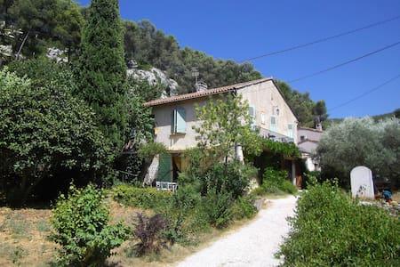 Nice apartment with terrace/garden - Gémenos - Apartamento