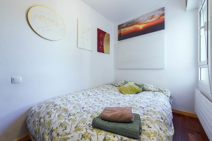Room in a cozy  house by masnou beach