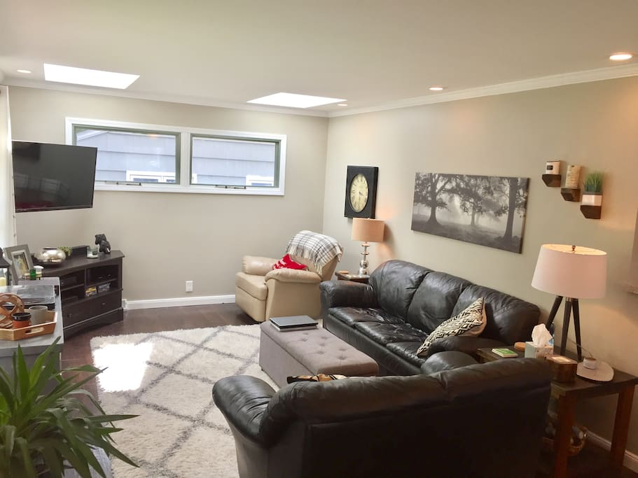 "Spacious living room that comfortably seats 6!  47"" HDTV with DirecTV Xtra Package and 75mb High Speed Internet."
