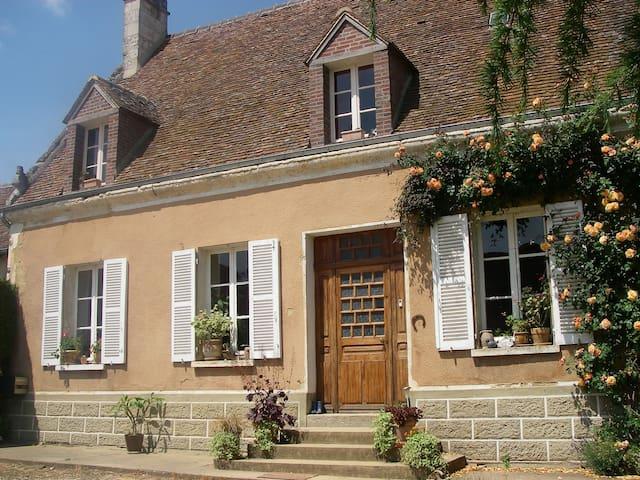 ferme de la simonnière - Villiers-Sous-Mortagne - Wikt i opierunek