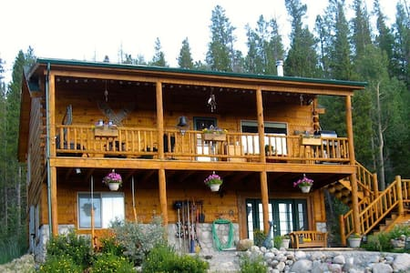 Lovely Mountain Home, sleeps 8 - Twin Lakes