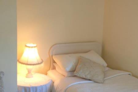 Triple room in Danabel 3* B&B - Kinsale