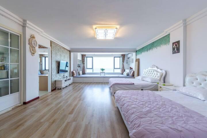 国际海水浴场一线海景房大两室可住14人距海边50米