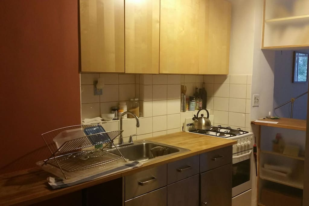 Fully equipped kitchen w stove and refrigerator