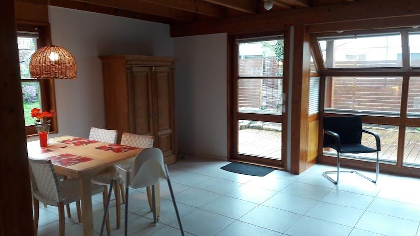 Offene 75 qm Wohnung, separater Eingang, Garten.