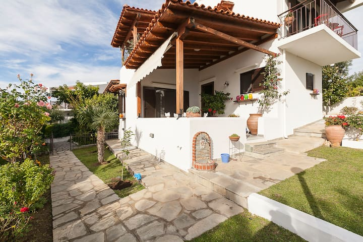 Relaxing holiday maisonette - Yerakini - Huis