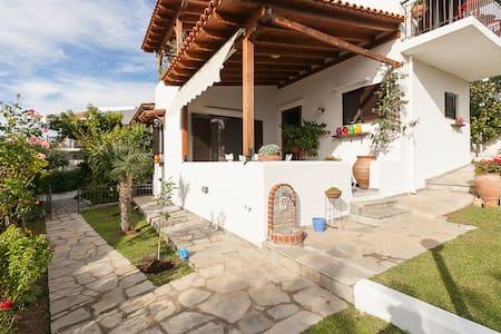 Relaxing holiday maisonette - Yerakini - Haus