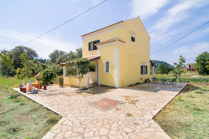 villa avgerinos  ΙΔΑΝΙΚΗ ΒΙΛΛΑ ΓΙΑ ΔΙΑΚΟΠΕΣ - Γαρδενος - Vila
