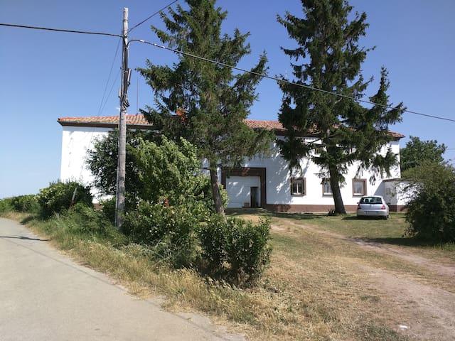 CT13 dos habitaciones, baño privado - grañon - Hus