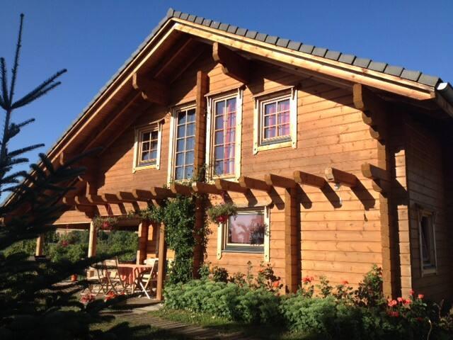 Chambre d'étape dans maison bois - Bellenaves - House