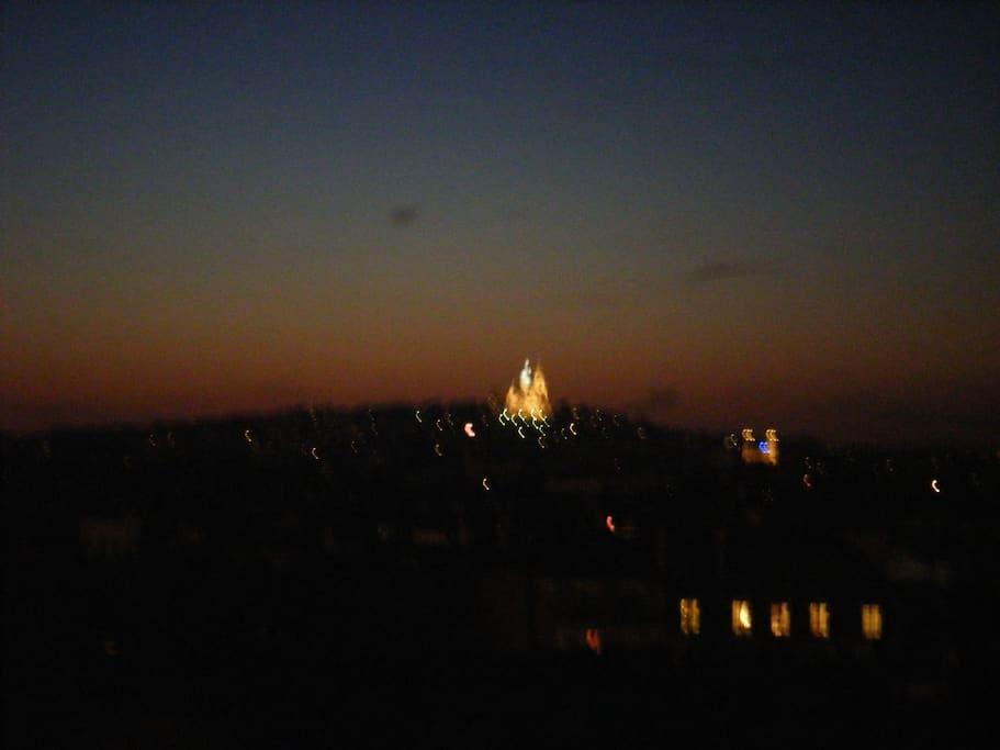Vue de nuit sur la butte Montmartre