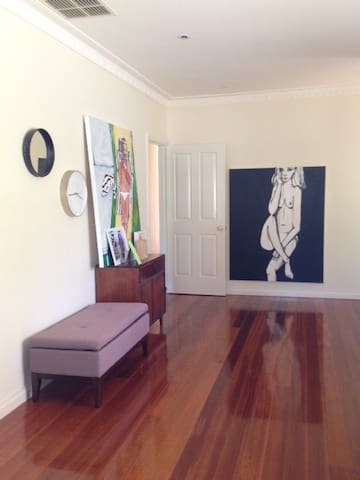 Snug, Relaxed & Family Friendly - Bentleigh East - House