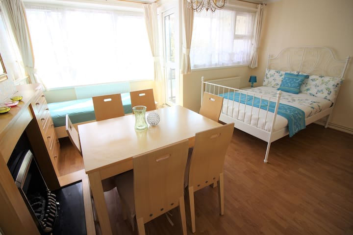 (STW-A)PRIVATE ROOM FOR 3 NEAR RIVERSIDE/BALCONY - London - Apartment