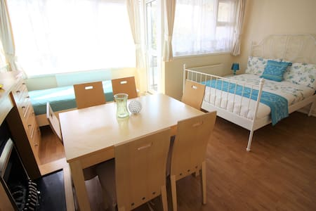 (STW-A)PRIVATE ROOM FOR 3 NEAR RIVERSIDE/BALCONY - 伦敦 - 公寓