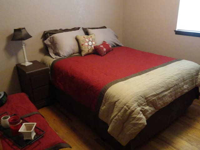 Queen bed w/Bathroom @ Cabo on Lowell Drive - Walla Walla - Dům