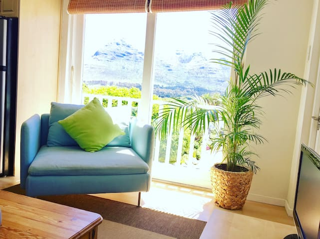 Lounge with Sea and Mountain view