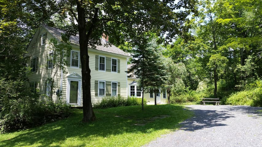 Beautifully Nestled Berkshires Home - East Chatham - Casa