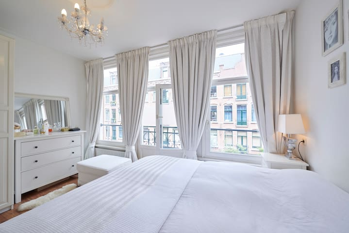 Proper spacious bedroom with comfortable king size bed.