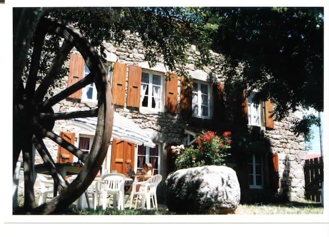 Gîte de caractere en Lozère - NAUSSAC - Casa