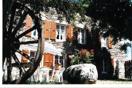 Gîte de caractere en Lozère - NAUSSAC - 独立屋