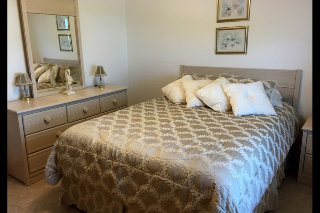 Bedroom complete with drawer space and a queen size bed.