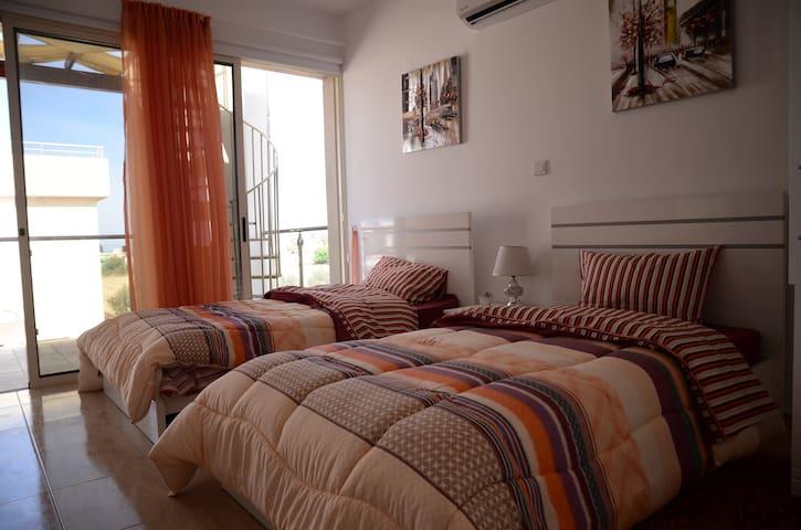 坐落與著名旅遊勝地,擁有漂亮的地中海,迷人的自然風光和悠久人文歷史 - Paphos - Villa