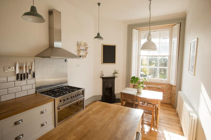 Charming, Spacious & Light in Stunning Clifton