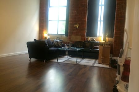 Large Room In City Centre Apartment - Bradford
