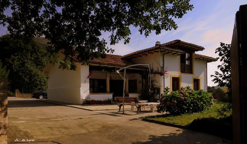 Casa independiente con jardín en Cimiano. - Cimiano - House