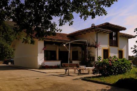 Casa independiente con jardín en Cimiano. - Cimiano