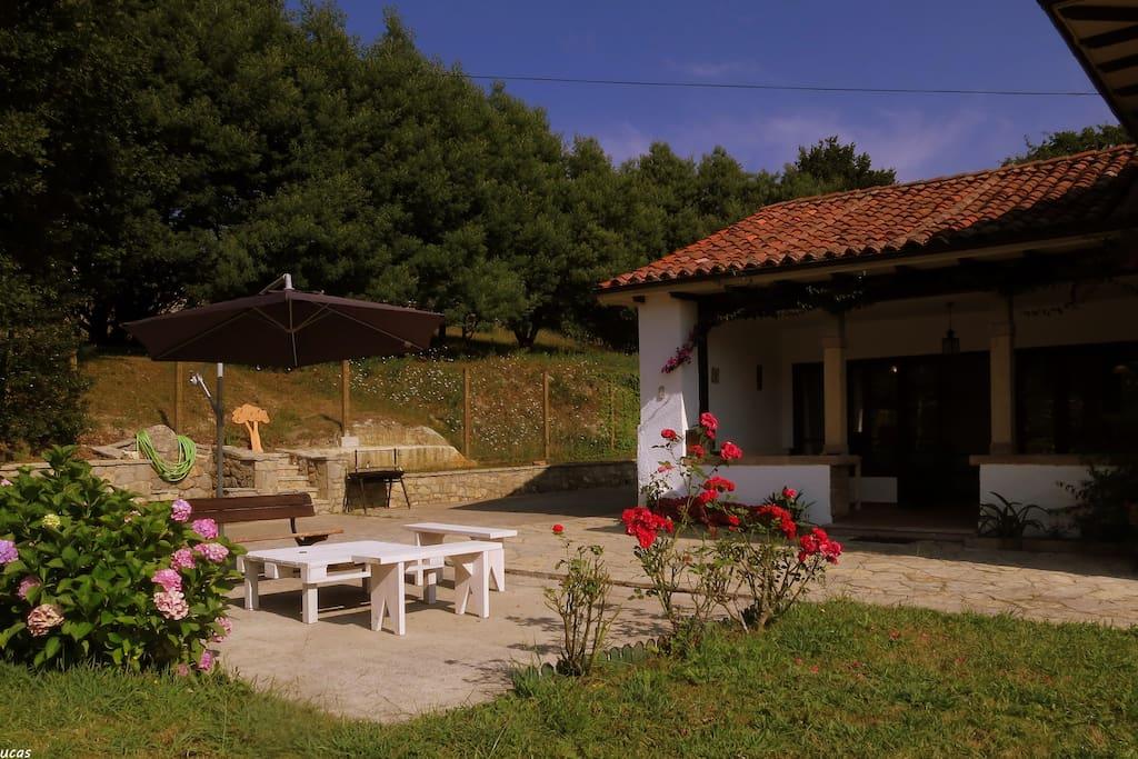 Casa independiente con jard n en cimiano casas de campo for Casa jardin asturias