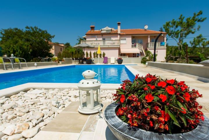 Cosy app with balcony & pool (4+2) - Kanfanar - Apartamento