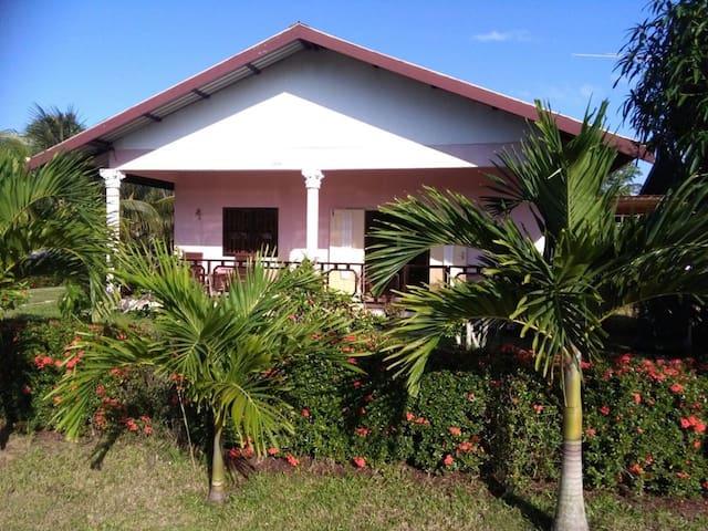 Vrijstaande Bungalow in rustige en groene omgeving - Paramaribo