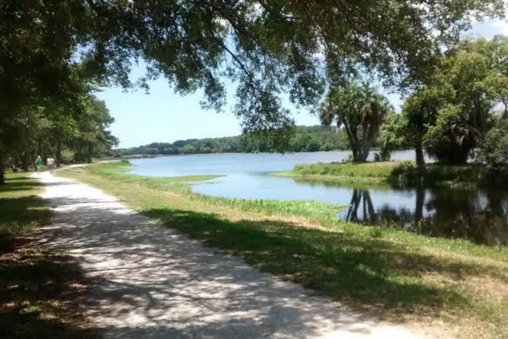 Walking, biking trail around Taylor Lake
