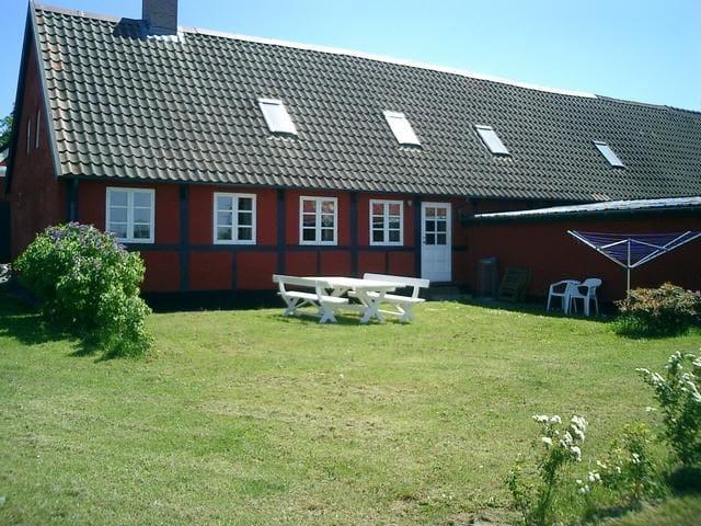 Bindingsværksidyl på solskinsøen - Rønne - Apartment