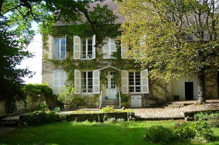 Beautiful French Country House - Vaudrémont - House