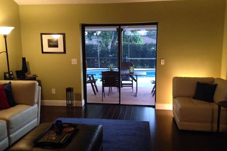 Colorful Tropical and Cheery Home - Port St Lucie - Huis