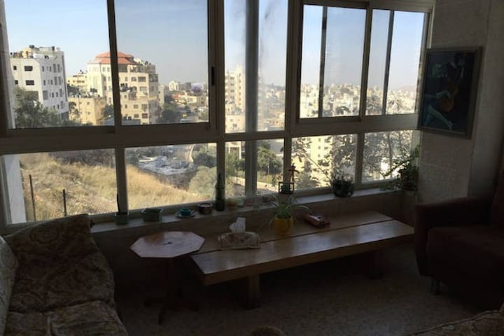 Central Location in Beautiful Home- Ramallah - رام الله - Suíte de hóspedes
