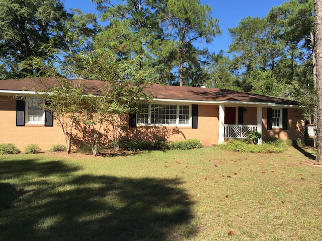 Cozy home 1.5 miles to Downtown Moultrie - Moultrie