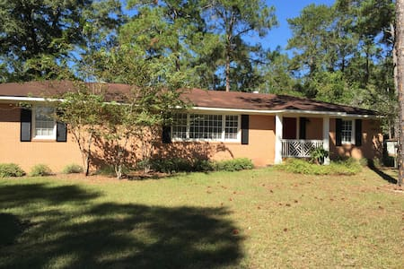 Cozy home 1.5 miles to Downtown Moultrie - Moultrie - Σπίτι
