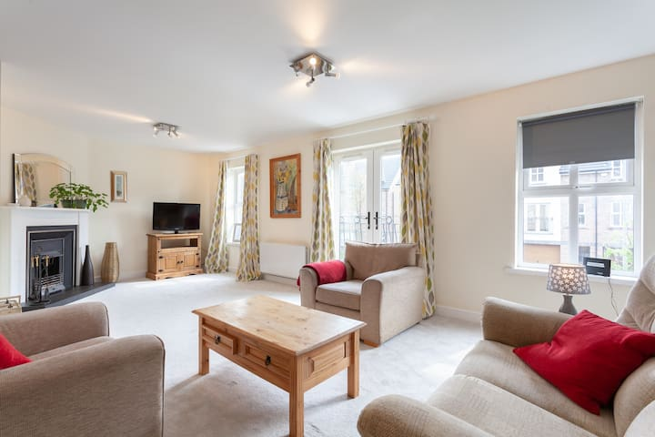 Nursery Mews - Spacious 4 bedroom/2 bathroom house