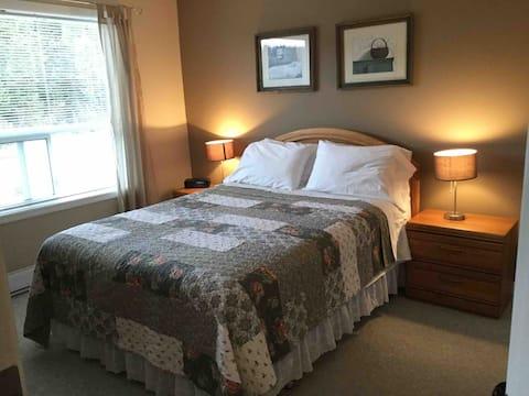 Clean, cozy condo at Mt Washington