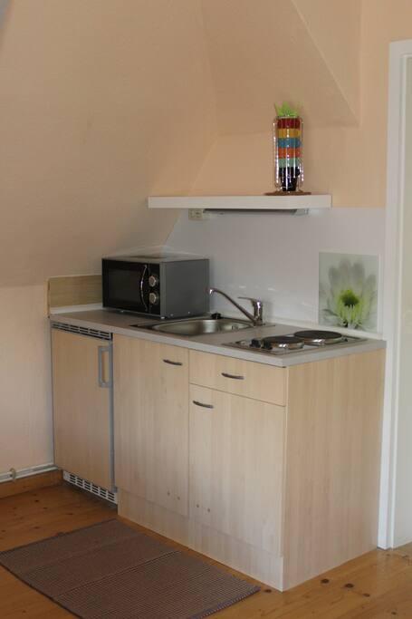 Kleine Küchenzeile mit voller Ausstattung