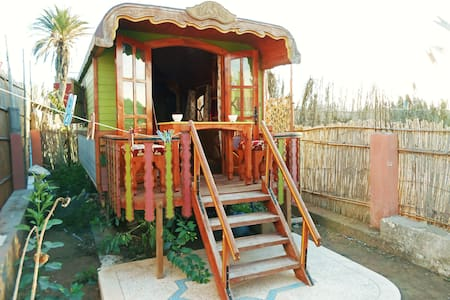 Romantic wooden caravan - Awrir