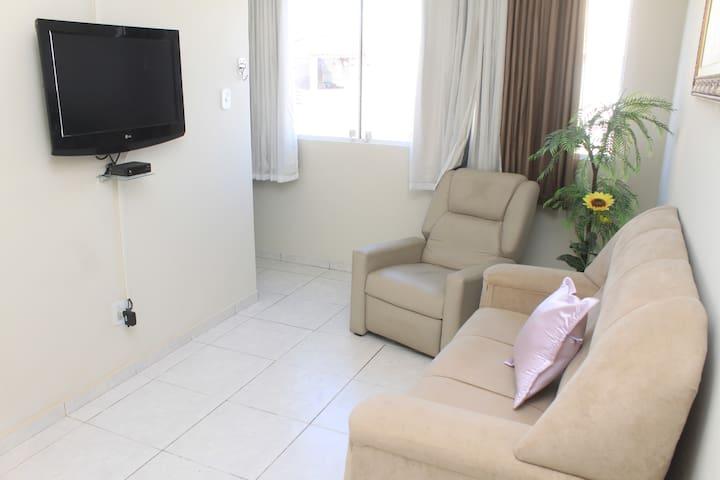 Excelente apartamento completo, pertinho de tudo.