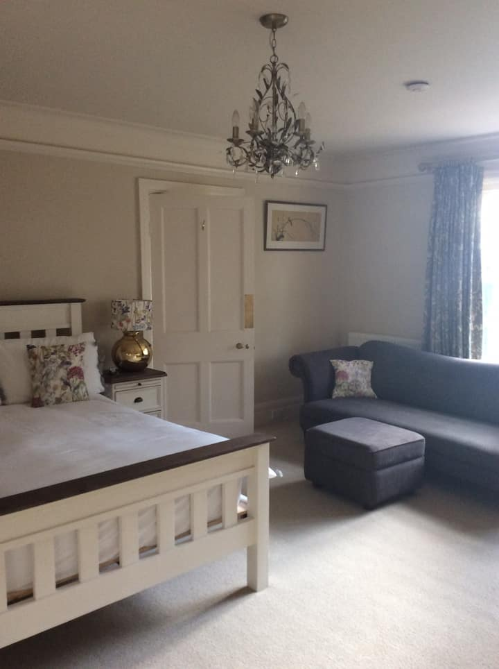 Superior 2 bedroom suite in Country House Retreat